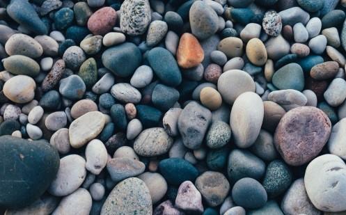 Simpatia com uma pedra para eliminar a negatividade