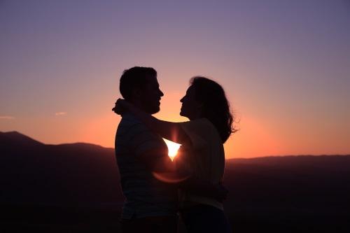 Simpatia para conquistar uma mulher difícil